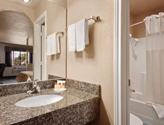 Days Inn Granbury: Bathroom