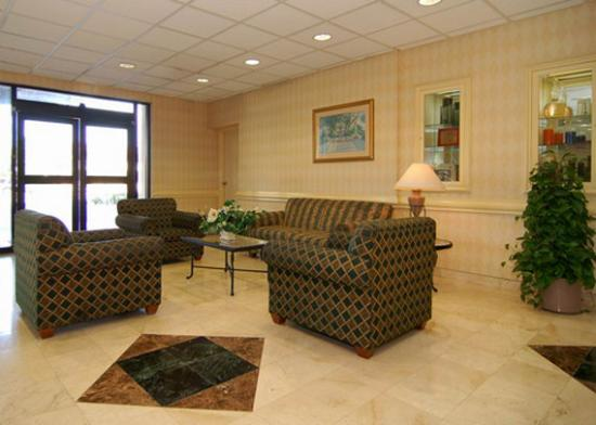 Comfort Inn &amp; Suites Miami Airport: lobby