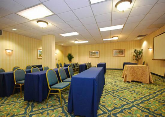Comfort Inn &amp; Suites Miami Airport: meeting room