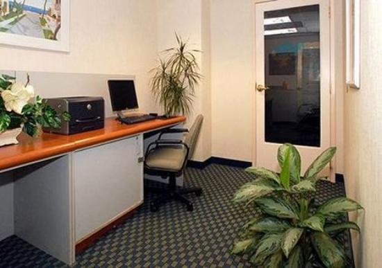 Comfort Inn &amp; Suites Miami Airport: Businesscenter