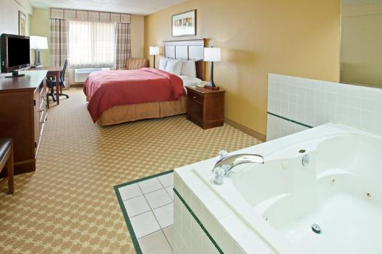 Country Inn & Suites By Carlson, Kalamazoo : CountryInn&Suites Kalamazoo WhirlpoolSuite