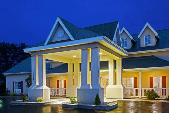 Country Inn & Suites By Carlson, Kalamazoo : CountryInn&Suites Kalamazoo ExteriorNight