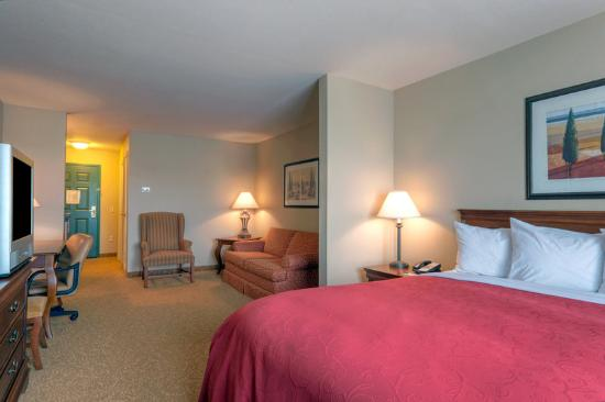 Country Inn & Suites Winchester: CountryInn&Suites Winchester Suite