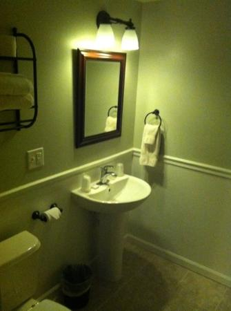 Orchard Hill Inn: cute bathroom