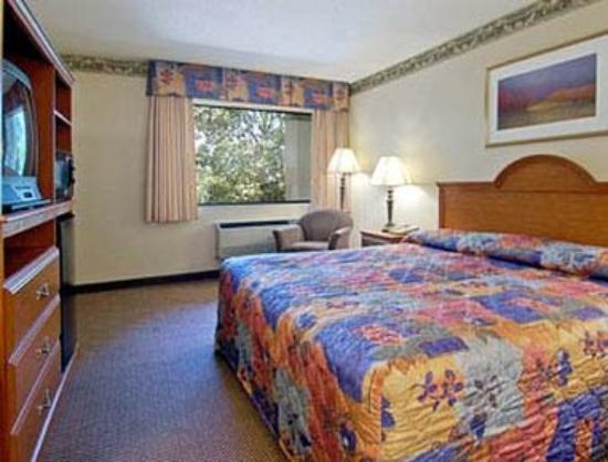 Days Inn Raleigh: Standard King Bed Room