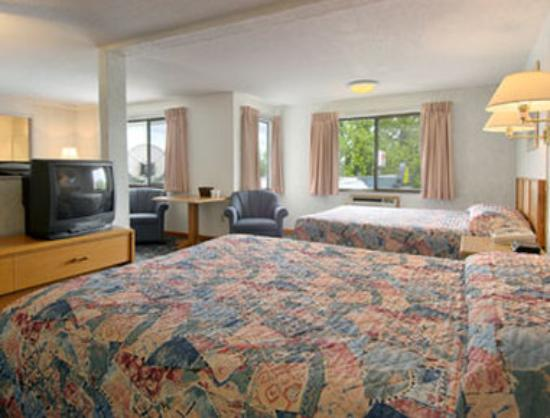 Days Inn Corvallis: Two Queen Bed Suite With Murphy Bed