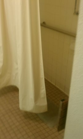 Rodeway Inn:                   Shower floods and only cold water Brrr