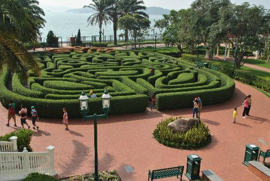 the maze from the hotel - Picture of Hong Kong Disneyland Hotel, Hong ...: http://www.tripadvisor.com/LocationPhotoDirectLink-g294217-d583732-i50580150-Hong_Kong_Disneyland_Hotel-Hong_Kong.html