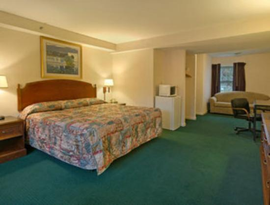 Howard Johnson Williamstown: Suite