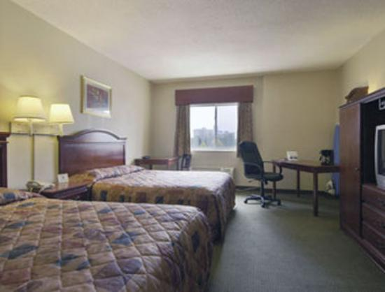 Howard Johnson Express Inn Bronx: Standard Two Double Bed Room