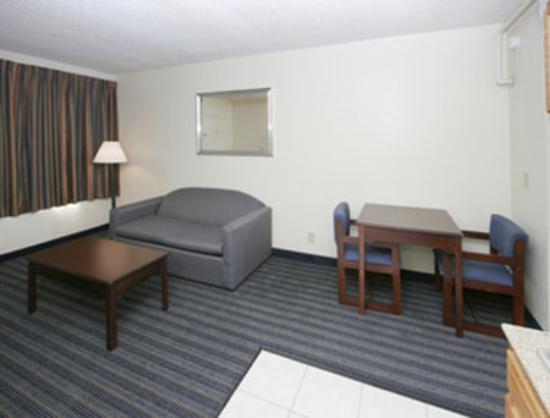 Knights Inn and Suites Virginia Beach: Guest Room