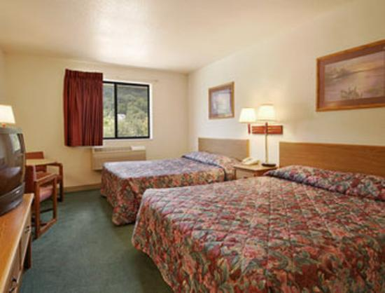 Super 8 Motel Wheeling: Standard Two Double Bed Room