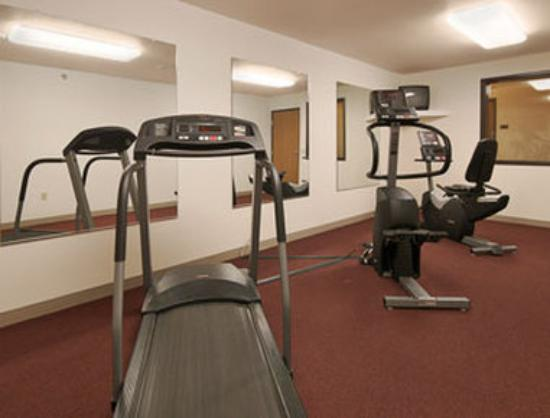 Super 8 Motel Wheeling: Fitness Center