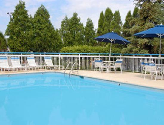 Fairfield Inn Chicago Willowbrook: Pool