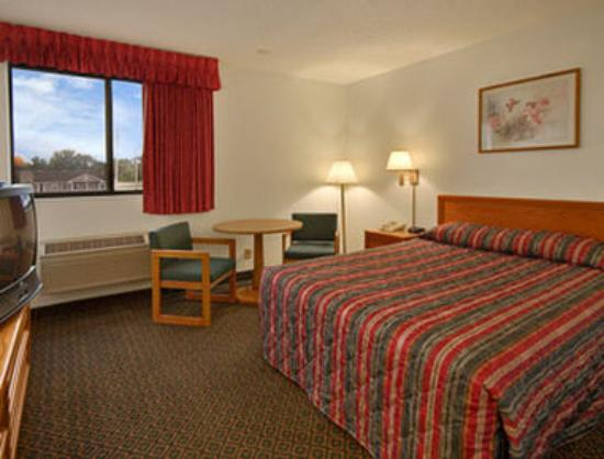 Super 8 Saint Charles: Standard Queen Bed Room
