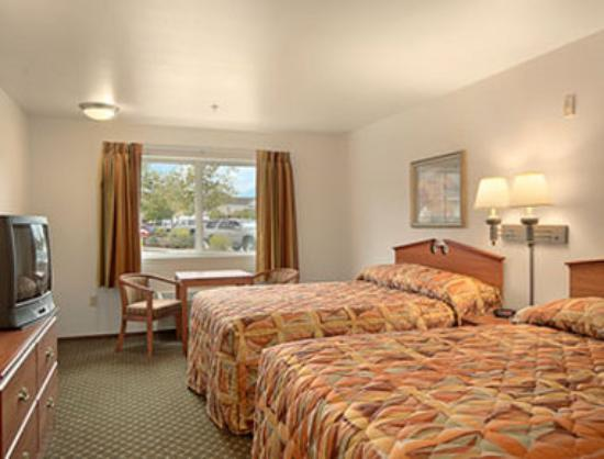 Super 8 Cloverdale: Standard Two Queen Bed Room