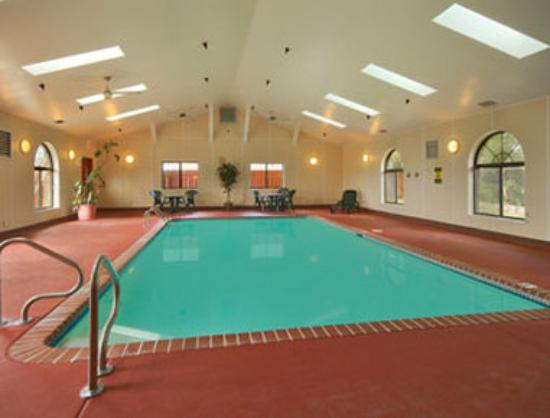 Super 8 Saint Charles: Indoor Heated Pool