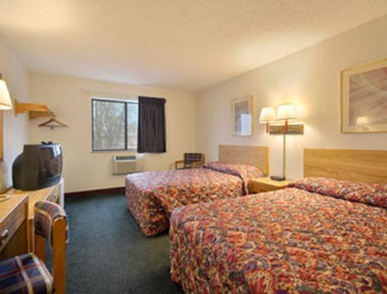 Super 8 Hot Springs: Standard Two Double Bed Room