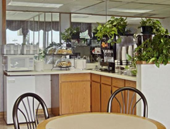 Super 8 Corpus Christi/Bayfront: Breakfast Area