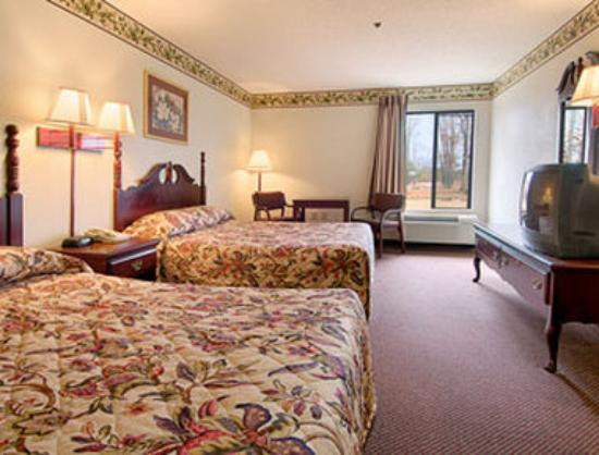 Super 8 Booneville: Standard Two Double Bed Room