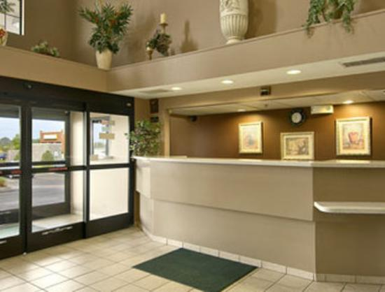 Super 8 Motel - Olive Branch: Lobby