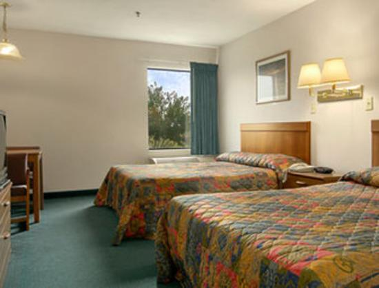 Super 8 Motel - Olive Branch: Standard Two Double Bed Room