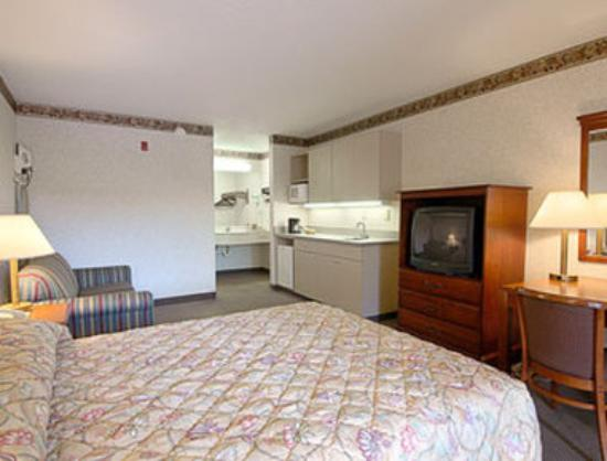 Super 8 Fort Oglethorpe, GA / Chattanooga, TN Area: Suite