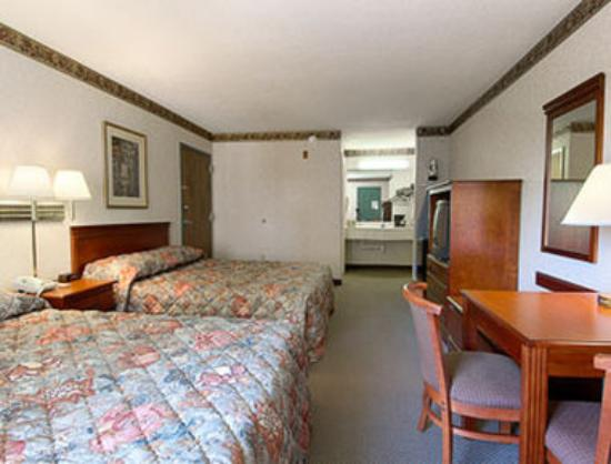 Super 8 Fort Oglethorpe, GA / Chattanooga, TN Area: Standard Two Double Bed Room