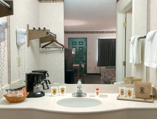 Super 8 Fort Oglethorpe, GA / Chattanooga, TN Area: Bathroom