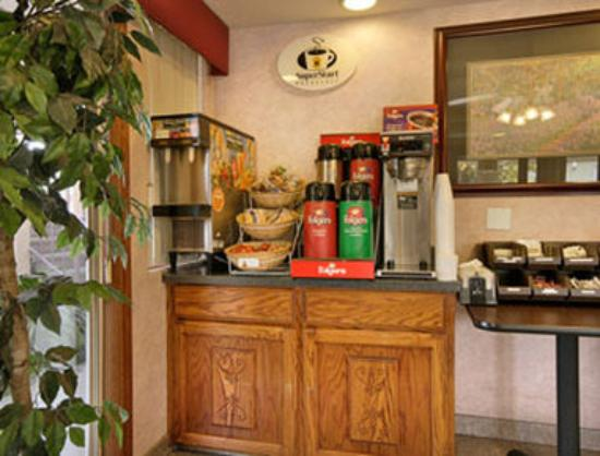 Super 8 Madera: Breakfast Area