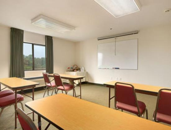 Super 8 Bedford: Meeting Room