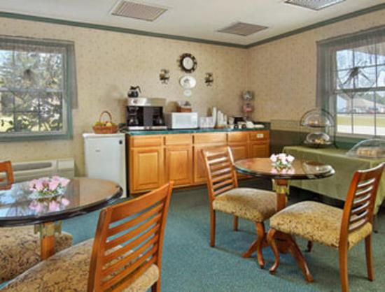Harrington Super 8 Motel: Breakfast Area
