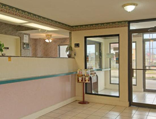 Super 8 Richland: Lobby