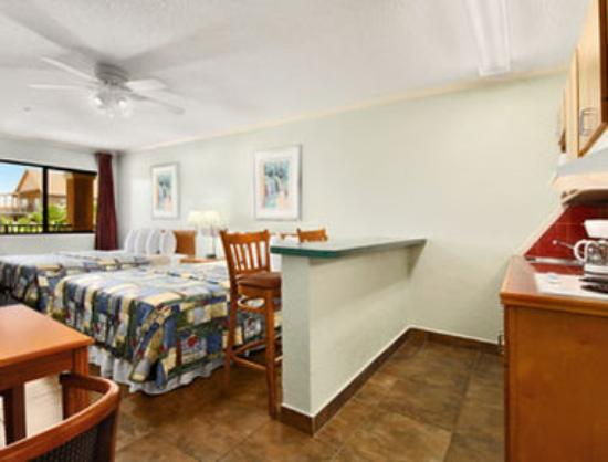 Super 8 South Padre Island: Standard Two Queen Bed Room With Kitchenette