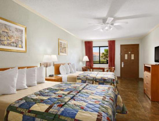 Super 8 South Padre Island: Standard Two Queen Bed Room