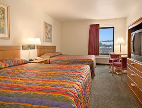 Super 8 Hampshire: Standard Two Queen Bed Room