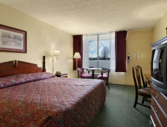 Super 8 Mount Jackson: Standard King Bed Room
