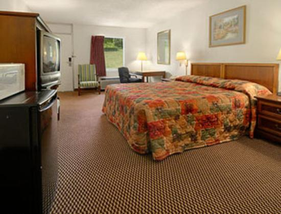 Super 8 Kingsport : King Bed Room with MicroFridge
