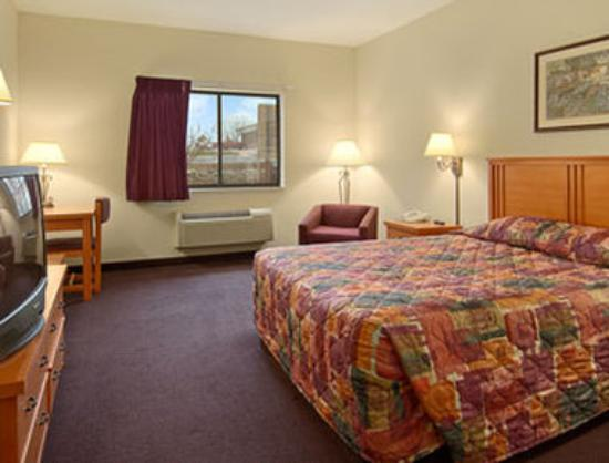 Super 8 Motel Columbia : King Bed Jacuzzi Suite