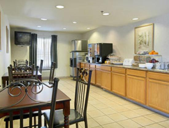 Super 8 Allentown: Breakfast Area