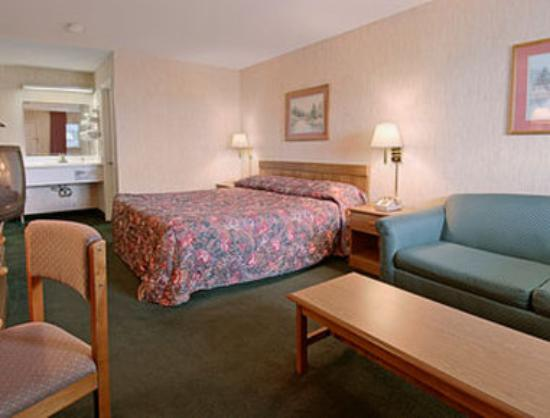 Super 8 Edenton: Standard King Bed Room