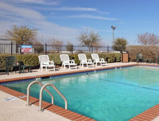 Super 8 Grapevine/DFW Airport Northwest : Pool 