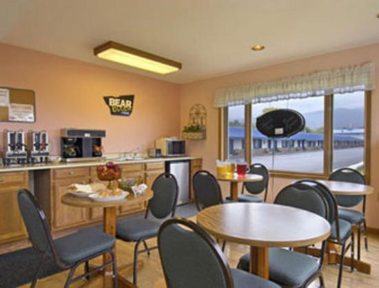 Travelodge Lake George: Breakfast Area