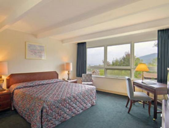 Travelodge Lake George: Standard King Bed Room