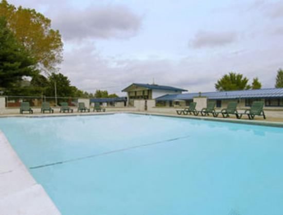 Travelodge Lake George: Pool
