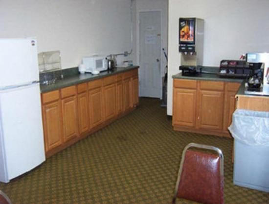 Travelodge Madison: Breakfast Area
