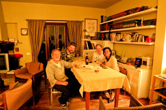 Montorsoli, Italy: Dinner with new friends and owner Paolo