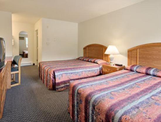 Super 8 Sicamous: Standard Two Double Bed Room