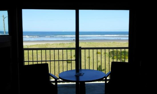 Hi-Tide Motel: oceanfront view