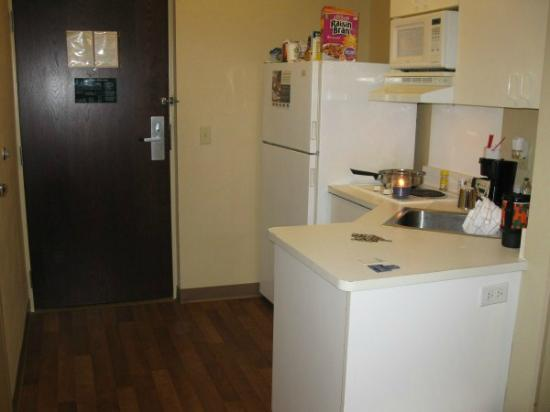 Extended Stay America - Long Island - Bethpage: Kitchen
